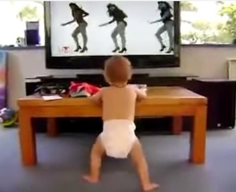 Medea Estilistas - Bebé bailando a Beyoncé - Medea Estilistas